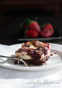 White Plate: Sernikobrownie z wiśniami Best Cheesecake, Cheesecake Brownies, Raspberry Cheesecake, Dessert Drinks, Nom Nom, Main Dishes, Yummy Food, Favorite Recipes, Sweets