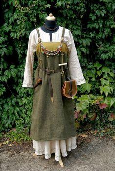 Excellent dress made by german reenactress. http://koboldkerker.blogspot.de/
