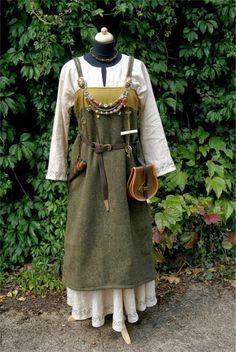 Excellent dress made by german reenactress. http://koboldkerker.blogspot.de/