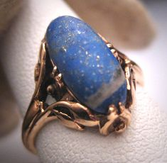 A Wonderful Rare Antique Art Nouveau Lapis Ring, 14K Gold Victorian with Organic Leaf Design. This beautiful antique ring holds a cabochon cut