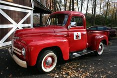 Trendy old red truck international harvester Ideas Vintage Pickup Trucks, Classic Chevy Trucks, Vintage Cars, Vintage Room, Vintage Ideas, Farm Trucks, New Trucks, Cool Trucks, International Harvester Truck