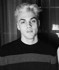 I LOVED HIS HAIR SCREW YOU ETHAN XD jk jk love u bothhhh