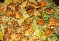 Gyors zöldséges csirke falatok bulgurral   Farkas Gyöngyi receptje - Cookpad receptek Kung Pao Chicken, Poultry, Cauliflower, Hamburger, Bacon, Food And Drink, Vegetables, Cooking, Ethnic Recipes