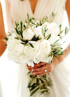 Wedding Flowers True elegance lies in simplicity: a bridal bouquet composed of lush cream peonies and olive leaves. Garden Wedding, Dream Wedding, Wedding Day, Cake Wedding, Wedding White, Olive Wedding, Wedding Table, Wedding Reception, Wedding Anniversary