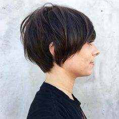 50 Long Pixie Cuts to Make You Stand Out in 2020 - Hair Adviser - - Bored with your current cropped hairstyle and looking for something new? Consider one of these 50 trendy long pixie cuts! Pixie Cut Round Face, Long Pixie Cuts, Short Pixie, Long Pixie Hairstyles, Hairstyles For Round Faces, Pixie Haircuts, Bowl Haircuts, Hairstyles Haircuts, Pixie Cut Styles