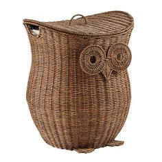 When it comes to designing exclusive, handmade owl hampers, we care deeply. This one even features a removable lid, and comes with a removable liner.