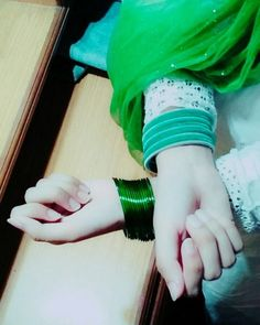 simple glass bangles in girls hands - Sari Info Beautiful Pakistani Dresses, Beautiful Muslim Women, Beautiful Girl Image, Hand Pictures, Girly Pictures, Girl Photo Poses, Girl Photos, Girls Dress Pic, Dps For Girls