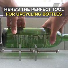 Cutting Glass Bottles, Old Glass Bottles, Glass Bottle Crafts, Bottles And Jars, Bottle Art, Cut Wine Bottles, Bottle Cutter, Cool Gadgets To Buy, Tips & Tricks
