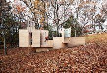 Creative Wood Platform Inspires Childish Exploration in Massachusetts