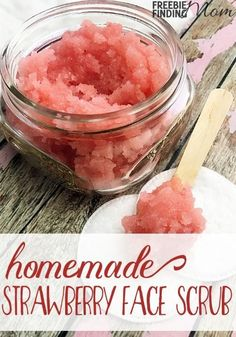 Need an easy and inexpensive way to prevent acne, fight the signs of aging, or just to clean your skin? It takes only four ingredients and a few minutes to whip up this all natural homemade face scrub. This homemade strawberry face scrub is great for eith Diy Body Scrub, Face Scrub Homemade, Diy Scrub, Homemade Face Masks, Homemade Skin Care, Homemade Beauty Products, Homemade Facials, Diy Exfoliating Face Scrub, Homemade Soaps