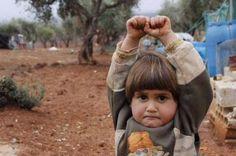 A criança síria da foto, tirada pelo turco Osman Sağırlı, é de fato uma menina, se chama Hudea e tem quatro anos.