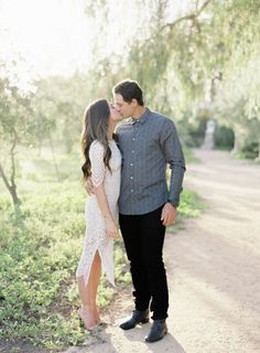 Escape the Oridnary with This Stylish Resort Inspired Engagement Session Engagement Photo Makeup, Engagement Photo Outfits, Engagement Photo Inspiration, Fall Engagement, Engagement Shoots, Engagement Photography, Couple Photography, Country Engagement Pictures, Atlanta