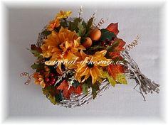 Srdíčkový koš s jiřinami - podzimní dekorace na stůl