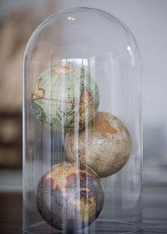 Cabinet de curiosité sous cloche - Marie Claire Maison