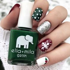 Ready to decorate your nails for the Christmas Holiday? Christmas Nail Art Designs Right Here! Xmas party ideas for your nails. Be the talk of the Holiday party with your holiday nail designs. Christmas Nail Art Designs, Holiday Nail Art, Winter Nail Designs, Holiday Acrylic Nails, Dark Nail Designs, Classy Nail Designs, Diy Ongles, Cute Christmas Nails, Christmas Holiday