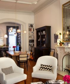 Have you seen the latest Nancy Meyers movie, The Intern, with Anne Hathaway and Robert De Niro. I recently watched the movie and my favorite part was the interior and set design,from a beautiful Brooklyn Brownstone and an amazing office space. Other movies by Nancy Meyers include Somethings Gotta G