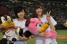 生駒里奈、松村沙友理(左から)