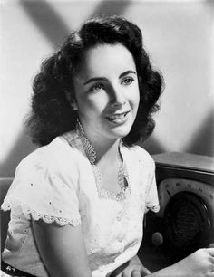 Elizabeth Taylor smiling in Black and White with White Blouse Premium – Movie Star News