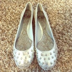 Gianni Bini flats Never worn, silver metallic flats with skulls on the toes. These are so cute and brand new! Size 7.5 Gianni Bini Shoes Flats & Loafers