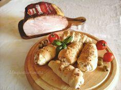 Cannoli ripieni di mousse cotto alla griglia Leoni e olive verdi....una bontà !  http://blog.alice.tv/lapasticceramatta/2015/07/09/cannoli-di-pizza-con-mousse-di-cotto-alle-erbe-leoni/