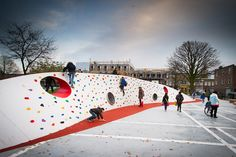 Into the wild est un parc réalisé par openfabric, une jeune firme en architecture de paysage et par dmau, une firme en urbanisme. Il est situé dans le quar