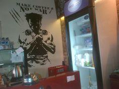Make Coffee Not War #wolverine #coffeeshop #mrporta #legitacoffee #mural #steffart