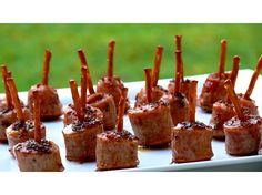 24 Appetizers on Toothpicks! Try These Maple-Mustard Sausage Bites Large Maple-Glazed Apple-Chicken Sausage Bites Quick And Easy Appetizers, Easy Snacks, Appetizers For Party, Appetizer Recipes, Delicious Appetizers, Appetizer Plates, Gourmet Appetizers, Tapas Party, Cold Appetizers