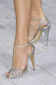 Ralph Lauren at New York Fashion Week Spring 2010 - Details Runway Photos Strappy Shoes, Shoes Heels, Look Fashion, Fashion Shoes, Fashion News, New York Fashion, Basson, Pumps, Wholesale Shoes