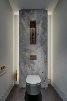 The Interior Of This Dutch Apartment Is Filled With Luxurious Design Elements Bathroom Ideas – In this modern bathroom, a stone accent wall is highlight from behind, while a built-in shelf allows a small sculpture to be showcased. Toilette Design, Bathroom Design Luxury, Modern Bathroom Design, Modern Toilet Design, Interior Design Toilet, Small Toilet Design, Modern Luxury Bathroom, Washroom Design, Best Bathroom Designs