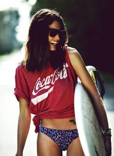 Love her Coca-Cola shirt.and I want to learn to surf. Coca Cola, Surf Style, My Style, Cali Style, Sup Yoga, Surfer Girl Style, Into The Fire, Le Jolie, Foto Instagram