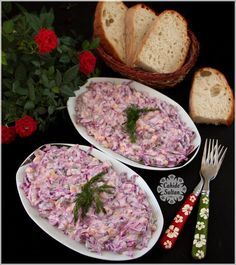 Yoğurtlu Mor Lahana Salatası Purple cabbage salad with mayonnaise with yogurt. Cabbage Salad, Cabbage Soup, Mayonnaise, Purple Cabbage, Kitchen Aprons, Iftar, Yogurt, Good Food, Food And Drink