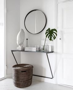 "185 tykkäystä, 12 kommenttia - Laura Seppänen (@laurajuulia) Instagramissa: ""Hallway goals and the rest of the apartment featured today on @yatzer 💫 Interior design by me - 📷…"""