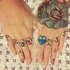 blue rose tattoo on the back of the hand, owl rings, cool nails....