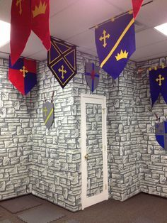 Resultado de imagem para Castle Decorations For Vbs Halloween Party Themes, Halloween Decorations, Castle Decorations, Halloween Halloween, Medieval Party, Knight Party, Dragon Party, Kids Church, Dragons