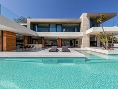 Modern architecture house design with minimalist style and luxury exterior and interior and using the perfect lighting style is inspiration for villas mansions penthouses Luxury Modern Homes, Luxury Homes Dream Houses, Modern Mansion, Dream Homes, Dream Home Design, Modern House Design, Modern Floor Plans, Beverly Hills Houses, Modern Pools