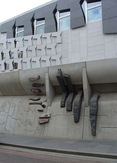 New Scottish Parliament Foto©: EMBT Arquitectes Associats Unique Architecture, Landscape Architecture, Interior Architecture, Interior Design, Scottish Parliament, Scotland Vacation, Concrete Facade, Interesting Buildings, Edinburgh