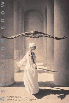 Eagle with Dancer, Santa Monica Láminas por Gregory Colbert en AllPosters.es