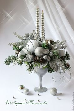 Christmas towel folding ideas with children - HomeCNB Christmas Flower Arrangements, Silver Christmas Decorations, Christmas Flowers, Christmas Candles, Christmas Centerpieces, All Things Christmas, Christmas Holidays, Christmas Wreaths, Christmas Ornaments