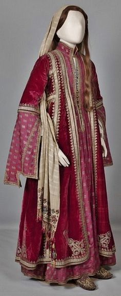 Urban festive costume of Ioannina, Epirus. Mid 19th century (© Peloponnesian Folklore Foundation, Nafplion, Greece).