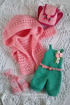 5 parts outfit Paola Reina - doll jumpsuit green doll jacket pink doll backpack pink doll belt pink doll shoes - knitted set of doll clothes Knitted Dolls, Crochet Dolls, Crochet Hats, Diy Crochet, Crochet Doll Pattern, Crochet Patterns, Knitting Patterns, American Girl Crochet, American Girls