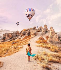 { Floating Suspended }  Starting from the yesterday's concept 'waiting for in movement' here a great time spent in Cappadocia with @turkishairlines last July.  My love to the beauty of Turkey concerned about the latest news coming from there. by brahmino