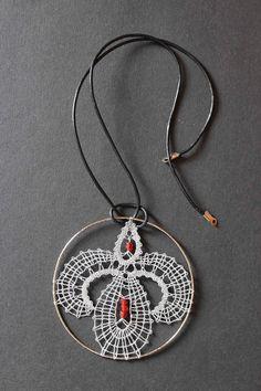 nakit iz čipke Lace Necklace, Lace Jewelry, Washer Necklace, Pendant Necklace, Jewellery, Lace Art, Lacemaking, Bobbin Lace, String Art