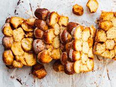 Pull-apart-sweet-potato-sticky-bread-OH-LADYCAKES Breakfast Pastries, Breakfast Bake, Vegan Blogs, Vegan Recipes, Bread Bar, Potato Puree, Eating Vegetables, Pull Apart Bread, Vegan Butter
