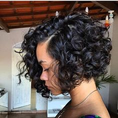 STYLIST FEATURE| Love this #TBT curly bob by #BrazilStylist @marcostasti ✂️ Gorgeous curls➰ #voiceofhair ========================== Go to VoiceOfHair.com ========================= Find hairstyles and hair tips! =========================