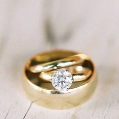 Tips on how to design the perfect engagement ring. A simple guide of 7 do's and don'ts when it comes to diamonds and wedding engagement rings. See more ringspiration at www.ohreverie.com