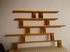 Very neat pallet bookshelf Pallette Furniture, Diy Pallet Furniture, Diy Pallet Projects, Home Projects, Pallet Crates, Old Pallets, Pallet Shelving, Lego Men, Planet Design