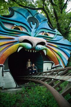 Adventures in abandoned amusement parks (photographer Lynsie Roberts)