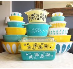 I love this color combo! Beautiful vintage Pyrex and Cathrineholm.