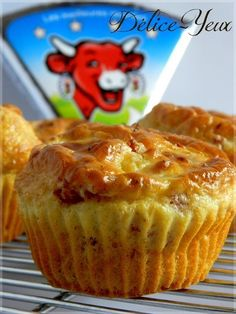 Muffins 696228423615674820 - Muffins Bacon & Vache qui rit ® Plus Source by cazalot_florine Quiche Muffins, Bacon Muffins, Mini Muffins, Muffin Recipes, Brunch Recipes, Breakfast Recipes, Tapas, Cake Factory, Cold Appetizers