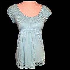 American Eagle babydoll top Very cute babydoll top by AE. Soft cotton. Size medium. Pair this with a pair of white shorts and some strapped sandals for a fun look. Smoke and pet free home. American Eagle Outfitters Tops Blouses